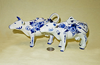 2 modern Delft creamers with lids, left
