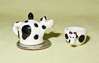 Cow teapot and cup feves