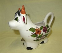 Cow caricature creamer with flowers and large brown horns