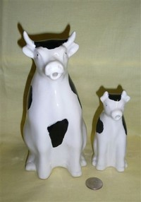 Large & small Frutuoso cow pitchers
