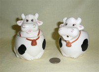 KAME cow creamer and sugar
