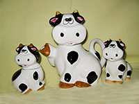 Flat faced cow teapot set with cups and saucers