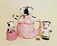 Dancing cows teapot with c&s