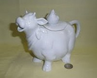 Smiling round glossy cow teapot with chicken oin lid
